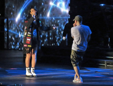 Eminem And Rihanna Hooking Up On Monster Tour - How Will Jealous Rapper Drake React?