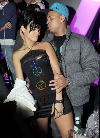It's Official: Rihanna And Chris Brown Back Together 0623