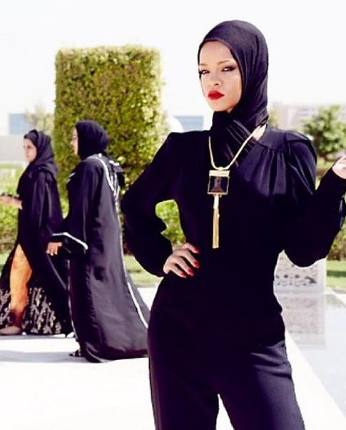 Rihanna Thrown Out of Mosque: Dresses Like a Hooker in a Hijab (PHOTO)