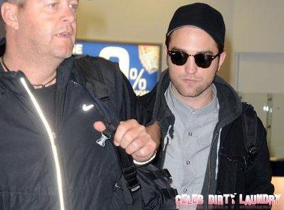 Without Robert Pattinson, Kristen Stewart Smooches Herself At 2012 MTV Movie Awards