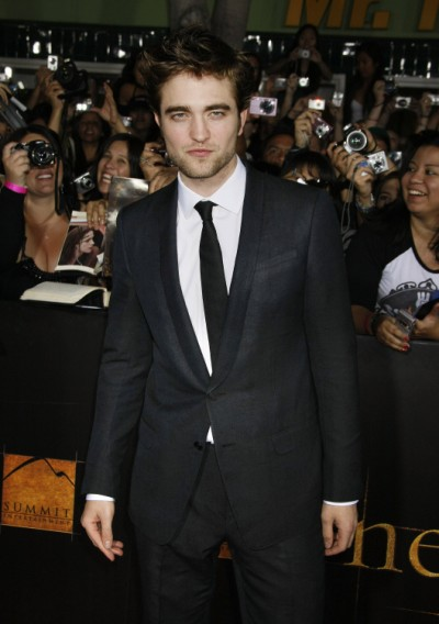 Robert Pattinson First Interview Since Scandal On The Daily Show - Live Recap! 0813