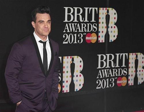 robbie-williams-brit-awards-2013-red-carpet-arrivals