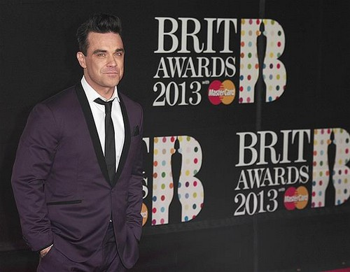 robbie-williams-brit-awards-2013-red-carpet-arrivals