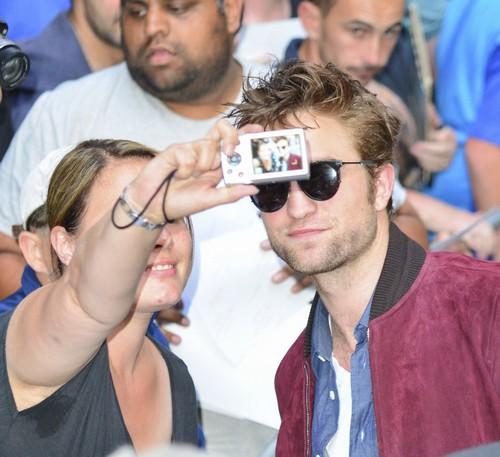 Kristen Stewart Dating Robert Pattinson: Twilight Stars Using Romance To Promote Movies At TIFF 2014?