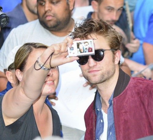 Kristen Stewart Dating Robert Pattinson: Twilight Stars Using Romance To Promote Movies At TIFF 2014?