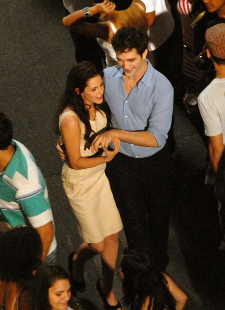 Robert Pattinson, Kristen Stewart Join ALS Ice Bucket Challenge: Twilight Lovers Both Support Charity