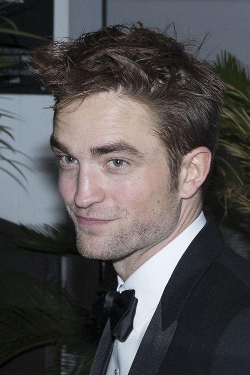 Robert Pattinson Finally Has Successful Movie – Twilight Curse Over?
