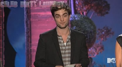 Robert Pattinson Drops The F-Bomb At MTV Movie Awards (Video)