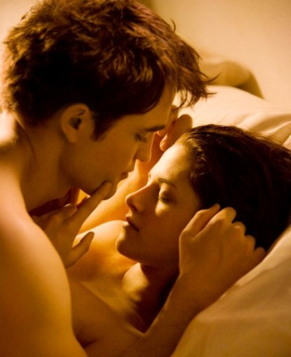 Robert Pattinson Talks About Breaking Dawn Steamy Picture and Sex Scenes