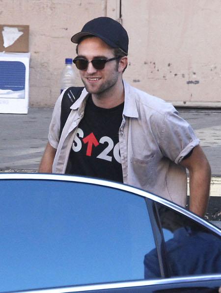 Robert Pattinson wants Twilight Franchise Reboot to Feature Straight-Up Vampire Porn