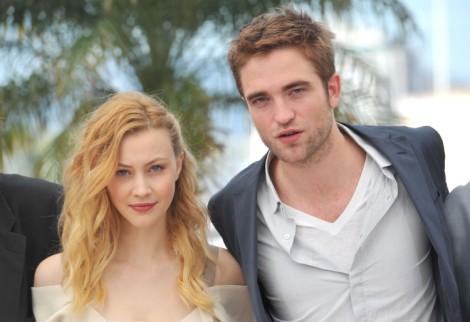 Robert Pattinson And Sarah Gadon Getting Closer On Set, Should Kristen Stewart Be Worried? 0721