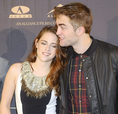 Kristen Stewart And Robert Pattinson Back Together for Hook Up - Spend Hours Together At His House Making Hot Vampire Love