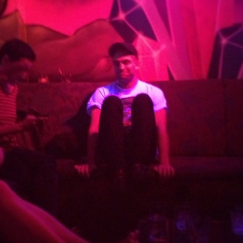 Robert Pattinson Parties Without Kristen Stewart -  Caught In Nightclub Surrounded By Hot Models