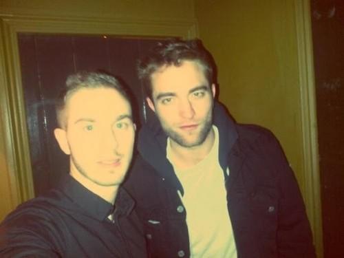 "Robert Pattinson ""Missing"" Kristen Stewart Desperately Over The Holidays"