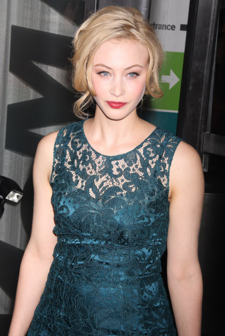 Robert Pattinson & Co-Star Sarah Gadon Hooking Up: Rob Doing Everything He Can To Forget Kristen Stewart!