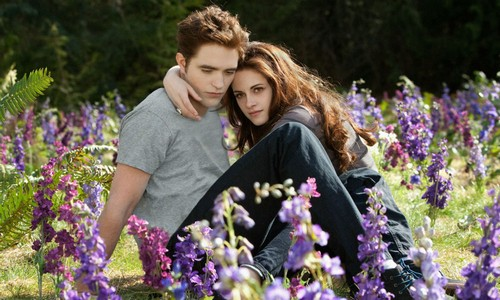 Robert Pattinson's Friends Hate That He is Still Hooking Up With Kristen Stewart