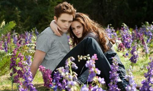 Robert Pattinson's Friends Hate That He is Still Hooking Up With Kristen Stewart