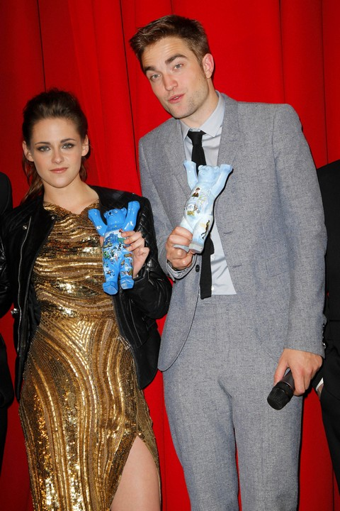 Robert Pattinson With Kristen Stewart Only For The Kinky Sex (Photos)