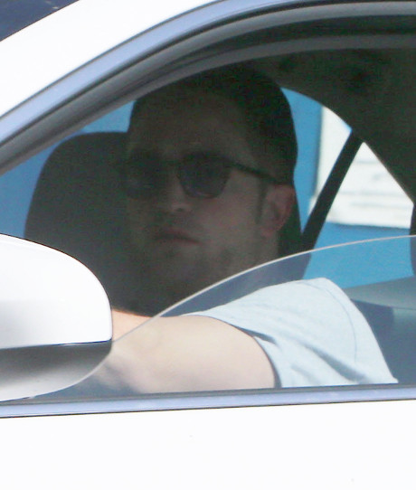 Robert Pattinson Visits Kristen Stewart at her Home! Epic Reconciliation in the Works? (PHOTOS)