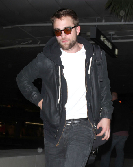 "Robert Pattinson's Valentine's Day Gift Says ""I Love You"" and Begs for Kristen Stewart to Return"