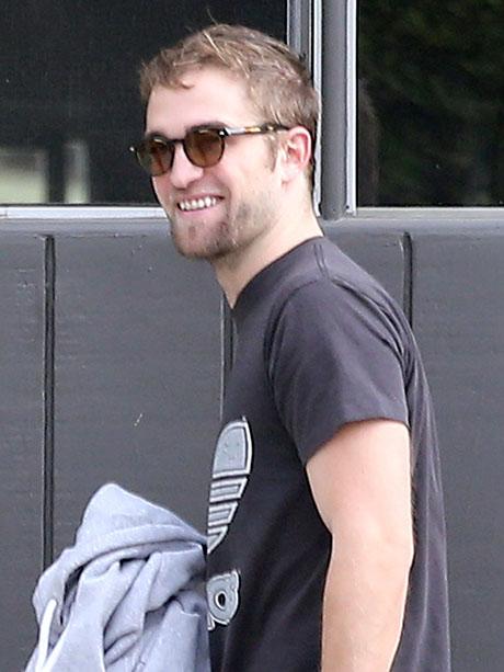 Robert Pattinson and Kristen Stewart Still Sleep Together - Friends With Benefits!