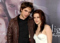 Robert Pattinson & Kristen Stewart enjoy dinner date together