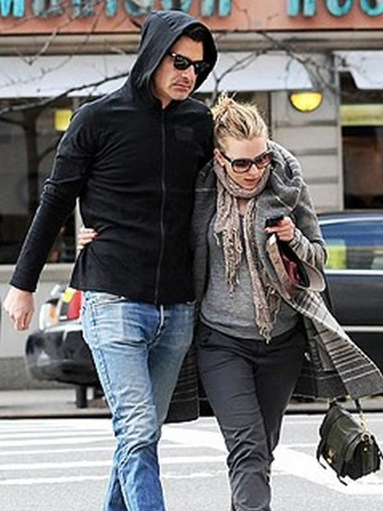 Scarlett Johansson Steps-Out with New Boyfriend Nate Naylor (Photo)