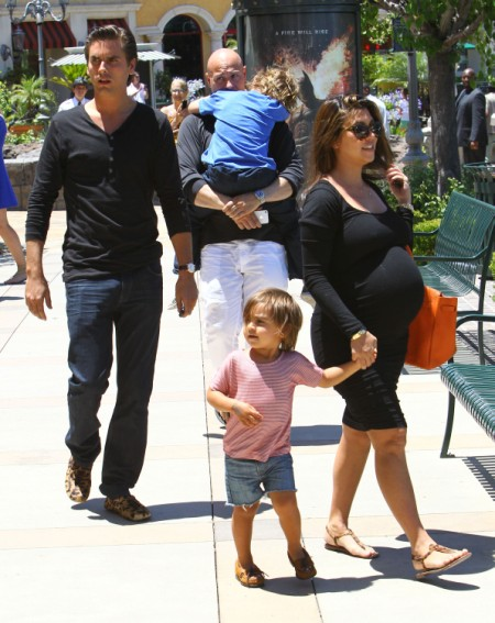 Kourtney Kardashian Orders Scott Disick To Ditch His Failing Restaurant 0724
