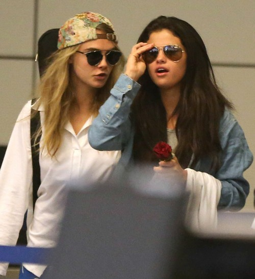Selena Gomez Heartbroken For Justin Bieber: Parties With Cara Delevigne In St. Tropez To Hide Her Pain (PHOTOS)