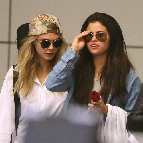 Selena Gomez and Cara Delevingne Dating: Affectionate and In Love? (PHOTOS)