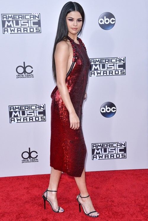 Taylor Swift Furious With Selena Gomez For Justin Bieber Reunion: SelGo Kicked Out of Squad?