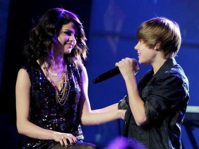 Selena Gomez Denies Dating Justin Bieber