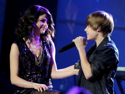 Selena Gomez Denies Dating Justin Bieber