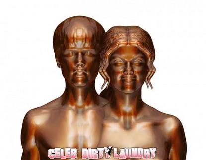 Nude Statue Of Selena Gomez & Justin Bieber Unveiled (Photo)