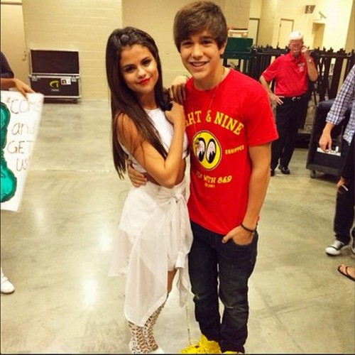 Selena Gomez Dating Austin Mahone: Fixed up By Taylor Swift? - Get a Clue Selena