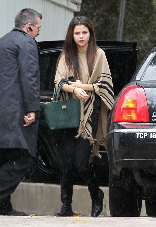 Selena Gomez Abruptly Cancels Concert Tour in Favor of Rehab: Drug Addiction Breakdown? (PHOTOS)