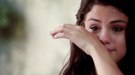 Selena Gomez Disses Justin Bieber on Twitter (Video)