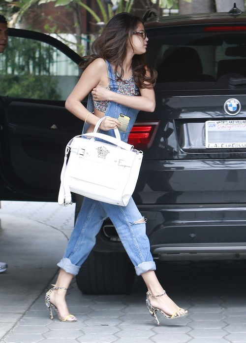 Selena Gomez Hooks Up With Justin Bieber at Sunset Towers West Hollywood Hotel For A Quickie (PHOTOS)