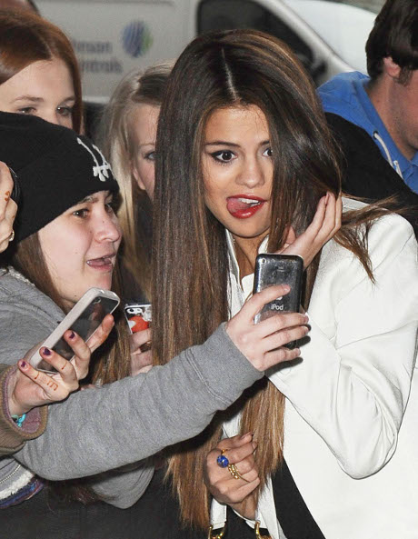 Selena Gomez Wants Miley Cyrus To Stay The Hell Away From Justin Bieber!