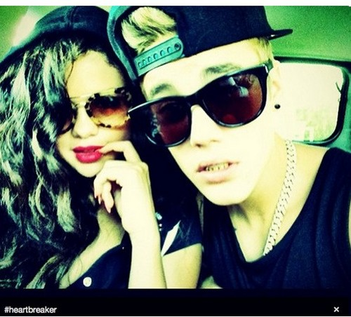 Photo Of Selena Gomez Back With Justin Bieber! - Girl Has No Pride On July 4th