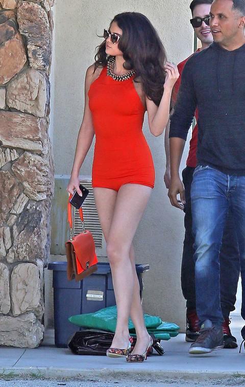 Selena Gomez Calls Justin Bieber A Delinquent - Prefers An Older Guy Like Robert Pattinson