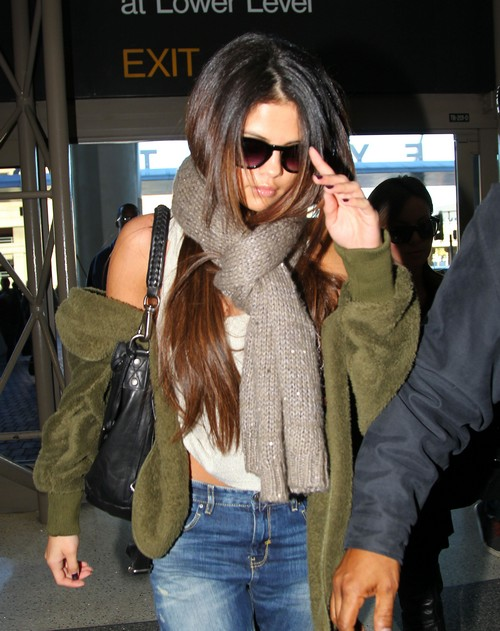 Selena Gomez Heads Back To Rehab on Valentine's Day, Hopefully - Spotted Leaving LAX (PHOTOS)
