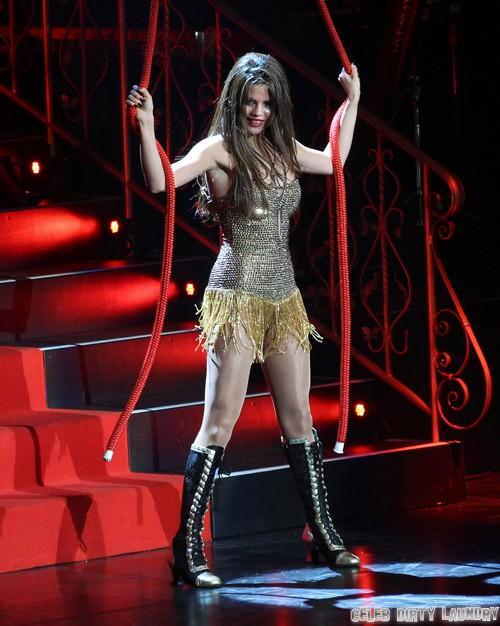 Selena Gomez Stalker Murders Entire Family!