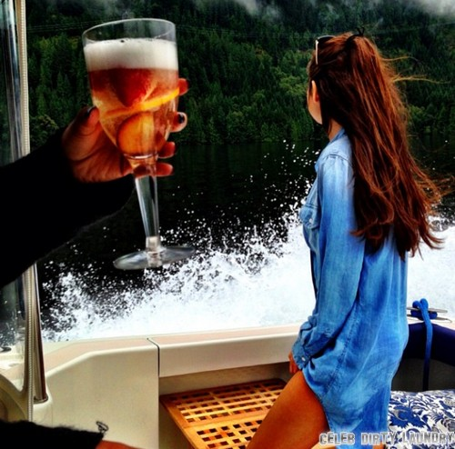 Selena Gomez Stalking Justin Bieber In Canada - PHOTO