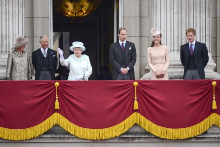 Senior Royals Attacking Kate Middleton, Real Reason Behind New Curtsy Rules 0626