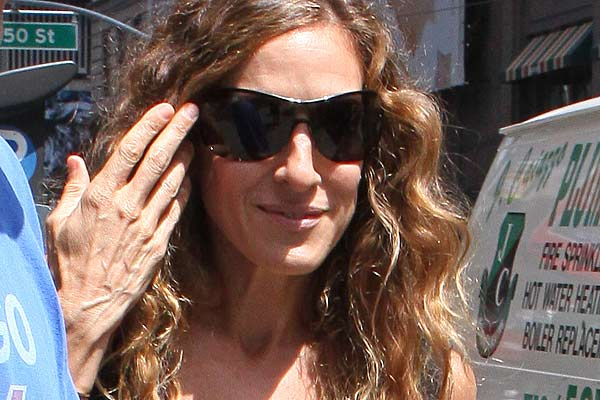 Sarah Jessica Parker Overdoing Plastic Surgery – Getting Her 'Zombie Hands' Fixed (PHOTOS)
