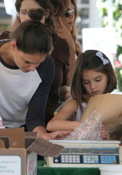 Suri Cruise Hates Los Angeles, Katie Holmes Moves 'Heartbroken' Daughter, Misses NYC? (PHOTOS)