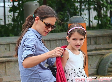 Katie Holmes Walks Suri Cruise to First Day Of School – Other Parents Still Afraid