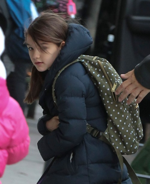 """Suri Cruise Has Her Own Lawyer, Stylist, And """"Team"""" (PHOTOS)"""
