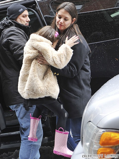 Suri Cruise Happier With Katie Holmes Than With Scientology Guru Tom Cruise - Report